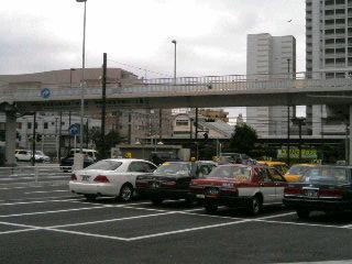 JR東神奈川駅前