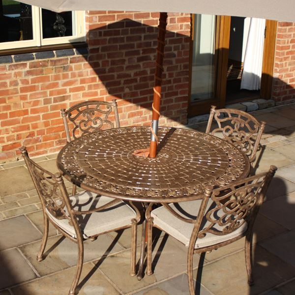 azur 137cm metal round garden dining table