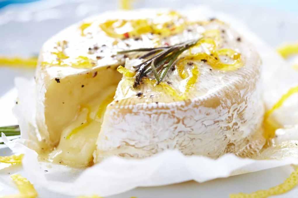 Whisky Pfeffer Olivenöl Zitrone zum würzen von Camembert