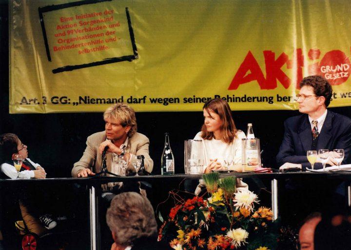 """Aktion Mensch-Gala zur Grundgesetznovellierung """"Artikel 3, Absatz 3"""""""