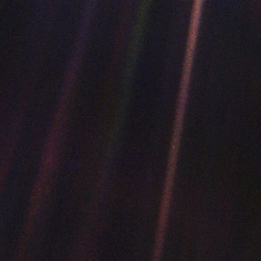 Selfie von Voyager 1 aus, am Rande des Sonnensystems 6 000 000 000 km entfernt. > eines der berühmtesten Astronomiebilder!