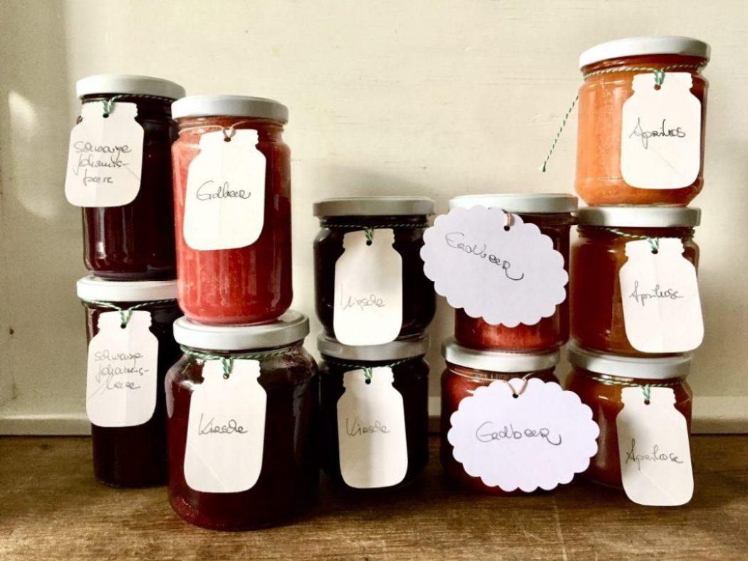 marmelade mit selbst gemachten etiketten