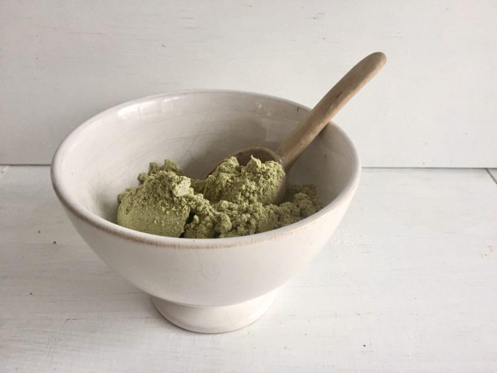 gesund und oberlecker und lustigerweise grün. Kürbiskernmehl.