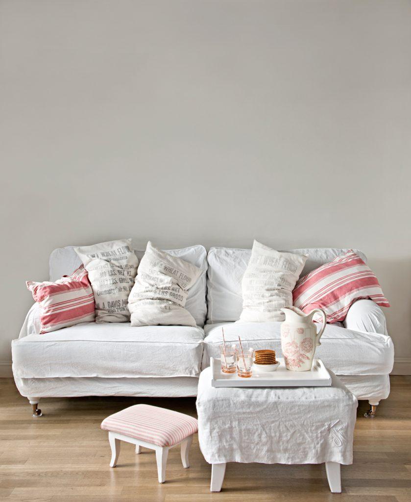 Sofa mit weißer Husse. Zack! Schön.