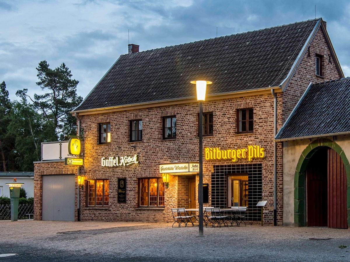 Gaststätte Watteler beleuchtet