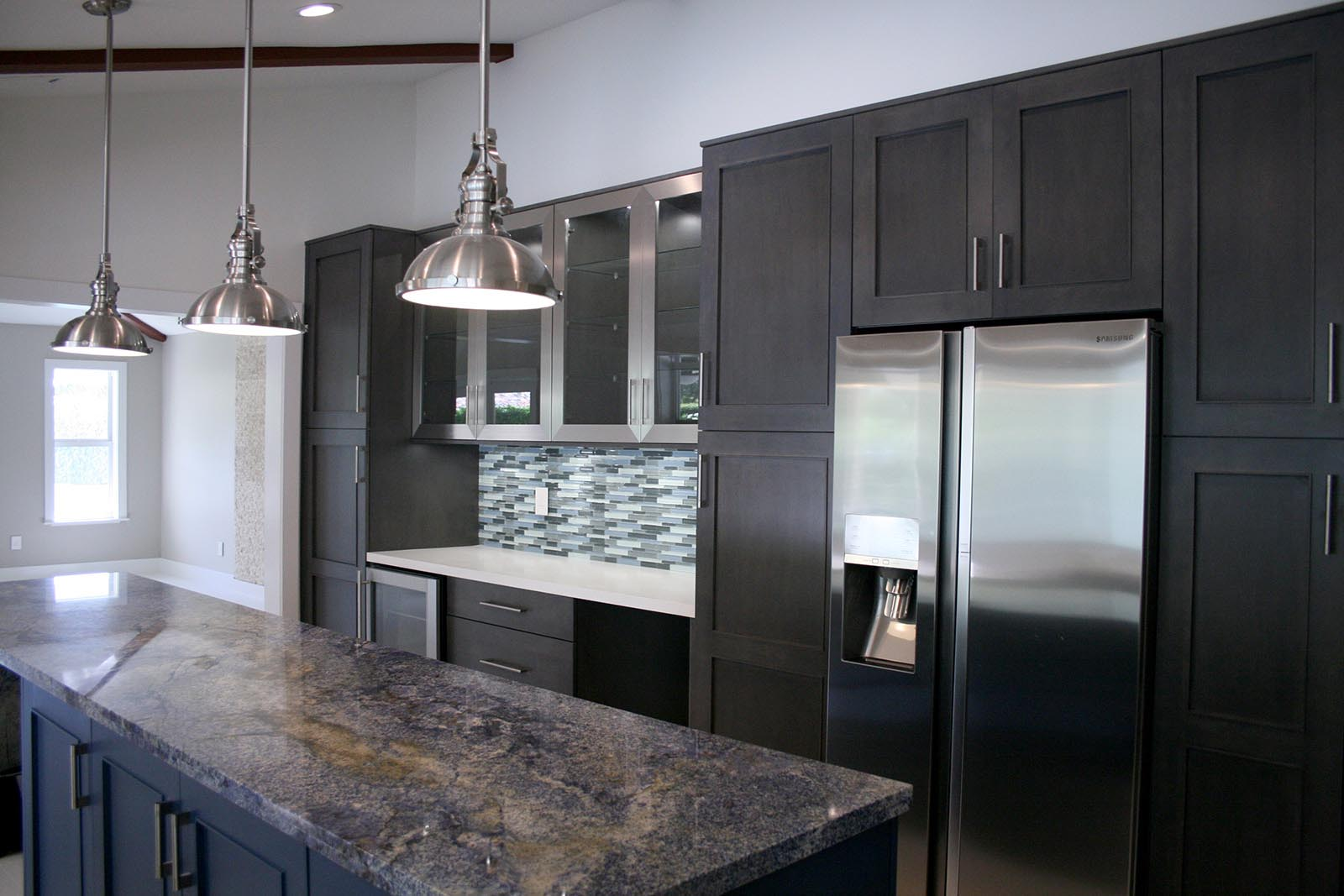 U Shaped Kitchen With Island In Kendall
