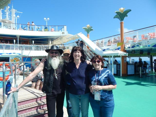 Freunde auf der Outlaw Country Cruise.