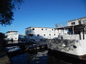 Rygerfjord bietet drei Hotelschiffe.
