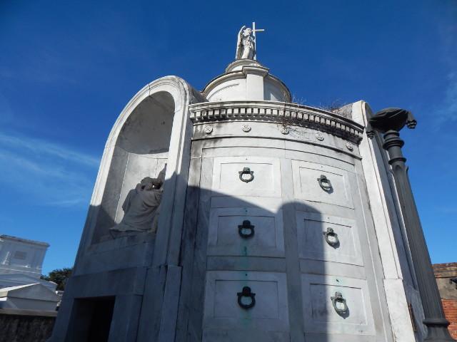 Das Grab, das in Easy Rider genutzt wurde, liegt auf dem St. Louis Cemetery No. 1 in New Orleans..