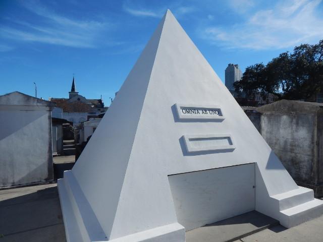 Das zukünftige Grab des Nicolas Cage.