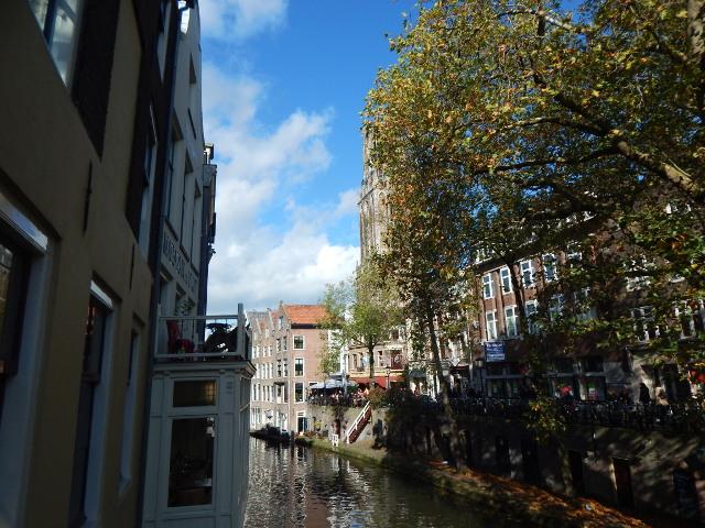 Utrecht Gracht mit Häusern.