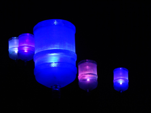 Lampen aus Wasserbehältern