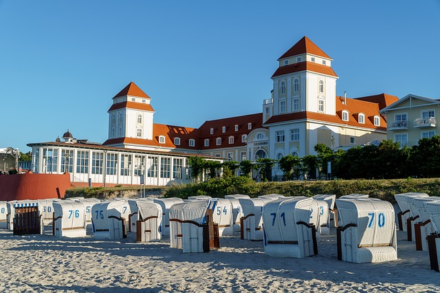 Das Kurhaus in Binz auf Rügen zeigt feinste Bäderarchitektur. Mecklenburg-Vorpommern