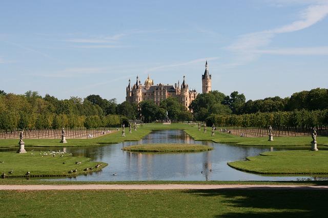 Das Schweriner Schloss mit seinem Park in Mecklenburg-Vorpommern.