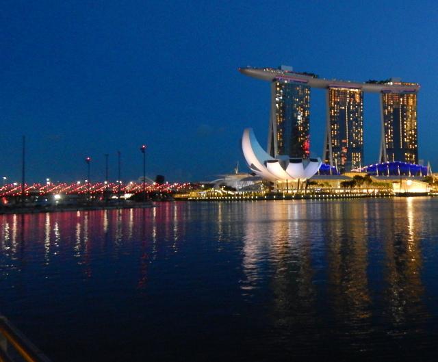 Die Marina Bay am Abend