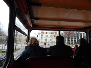 Blick aus dem Hop-on Hop-off-Bus in Hamburg.