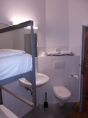 Bad und WC im Gefängnis, die Doppelzelle im Alcatraz Kaiserlautern