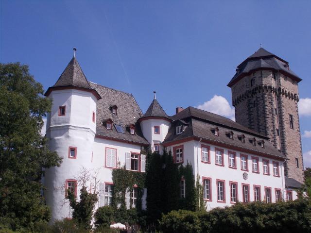 Die Martinsburg in Lahnstein.