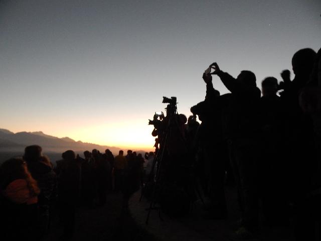 Fotografenmassen beim Sonnenaufgang in Nepal