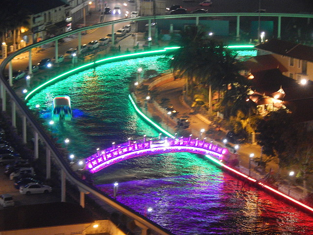 Bootsfahrt auf dem Melaka River bei Nacht