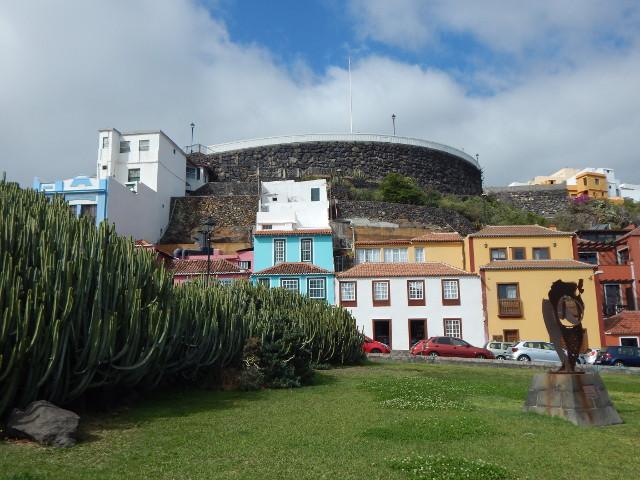 Plaza de San Fernando mit Castillo de la Virgin