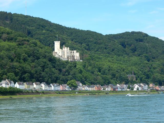 Stolzenfels vom Rhein aus gesehen.