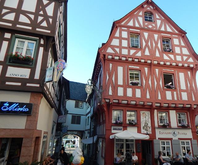 Das Kronentor mit dem Schnuggelelsje Haus in Boppard Sehenswürdigkeiten