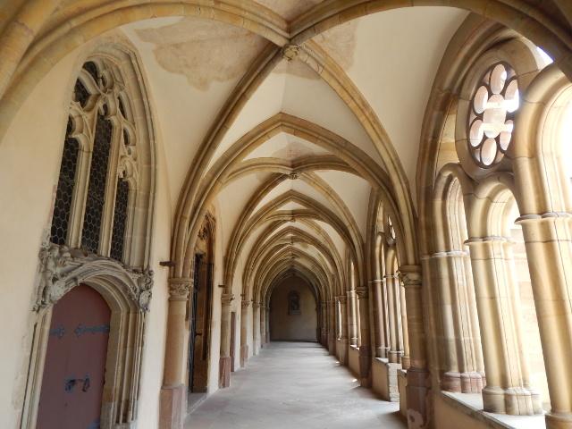 Der Kreuzgang im Trierer Dom St. Peter. Sehenswürdigkeiten in Trier