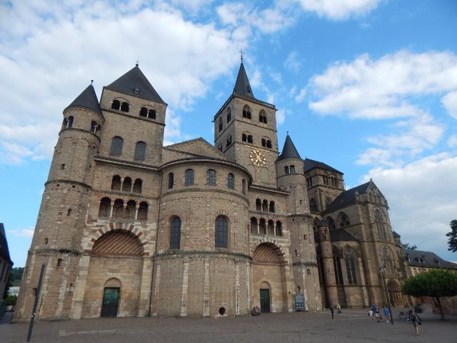 Der gewaltige Dom St. Peter in Trier. Sehenswürdigkeiten in Trier
