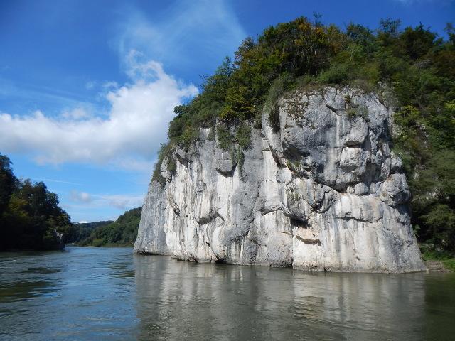 Eindrucksvolle Felsen entlang der Donau