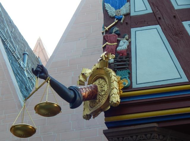 Hausdetails der Goldenen Waage Frankurt neue Altstadt