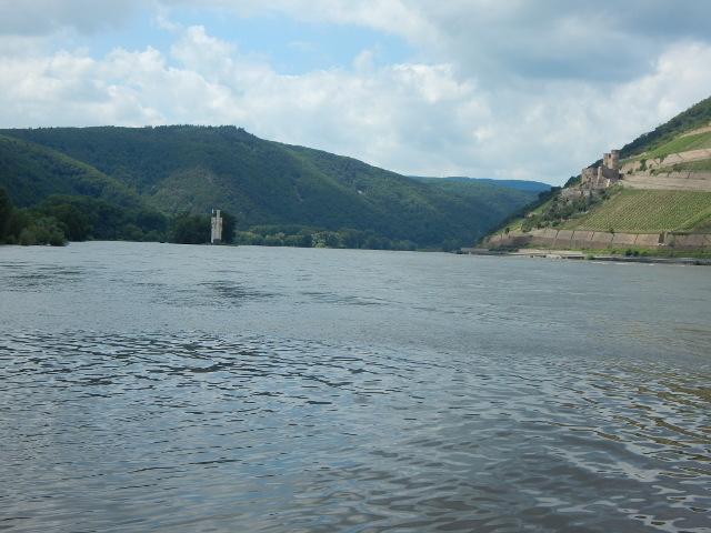 Das Binger Loch, früher eine gefährliche Stelle im Rhein
