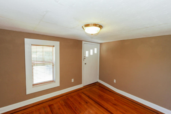 staging an awkward home with low ceilings (14)