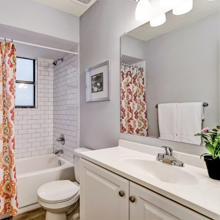 Staging a vacant home draws buyers eyes towards the best features of the home