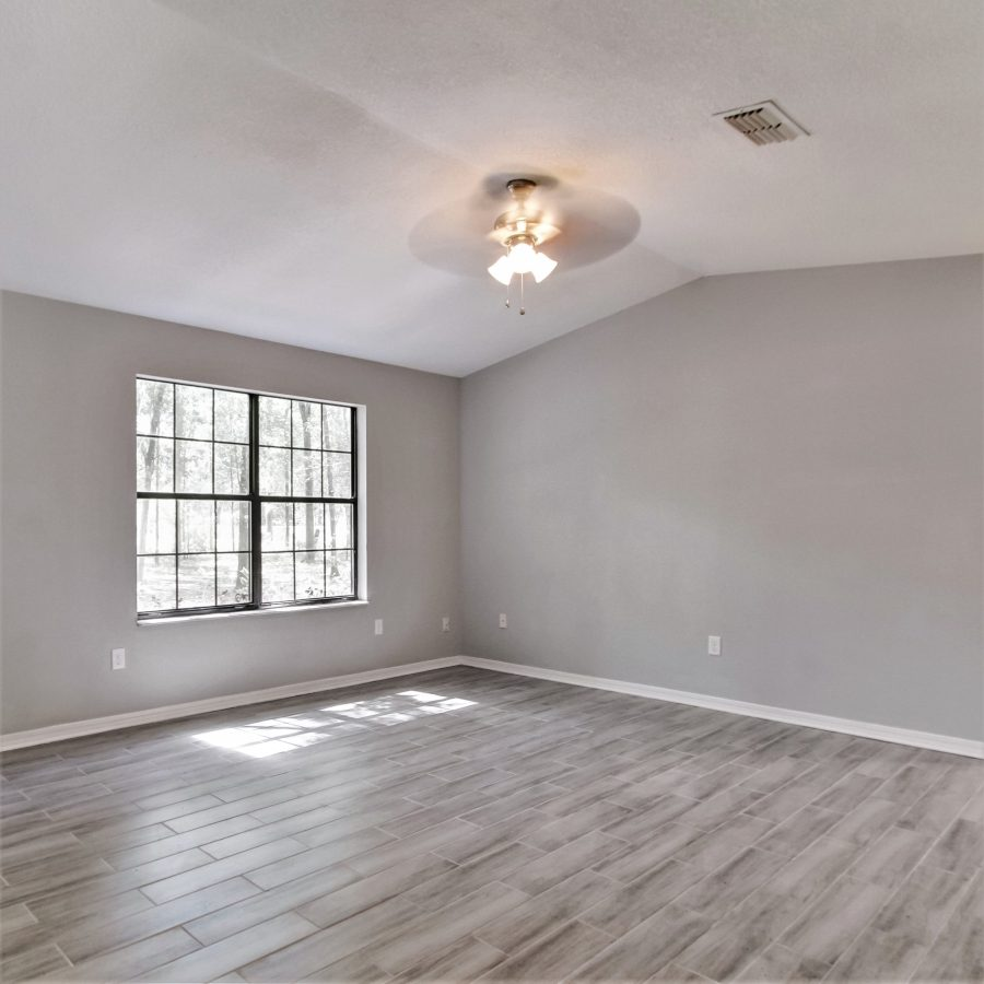 Staging a vacant home makes it seem larger