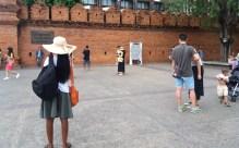 tha-pae-gate-tourists