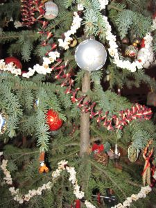 Popcorn and cranberry string give just the right touch for a Christmas Tree