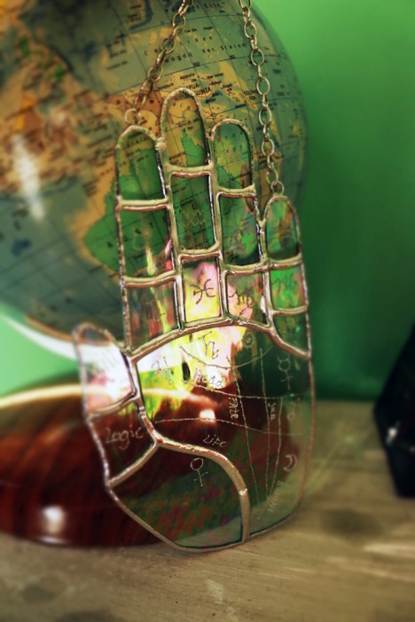 (Sold: Florida, USA) Palmistry Iridescent clear