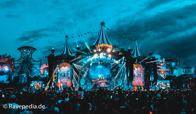 Tomorrowland Mainstage bei Nacht, Mainstage bei Nacht, Amicorum Spectaculum, Mainstage 2017, Tomorrowland Guide, Tomorrowland Guide 2018, Tomorrowland 2018, Tomorrowland Infos, Tomorrowland Tipps, Tomorrowland Tricks, Dreamville Tipps, Dreamville Tricks, Dreamville Info, Dreamville Guide,