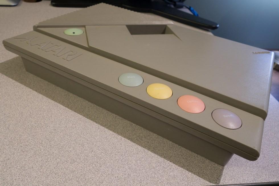 Atari-XE-Game-System-XEGS-01272-7