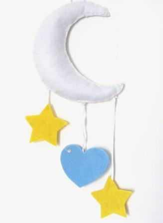 Luna in feltro. Stelle e cuore in feltro e pannolenci.