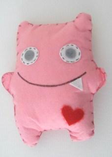 Pupazzo in pannolenci, rosa.