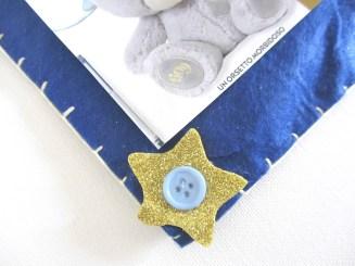 Stellina in fommy con bottone azzurro.