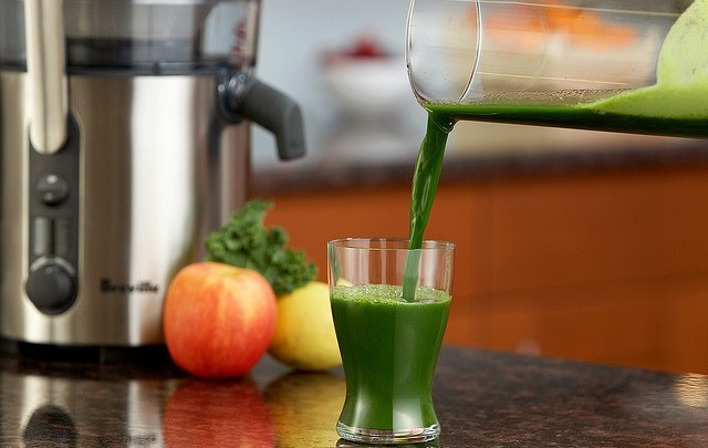 Cleanse and Detox with Juice Fasting, Green Smoothies and Superfoods