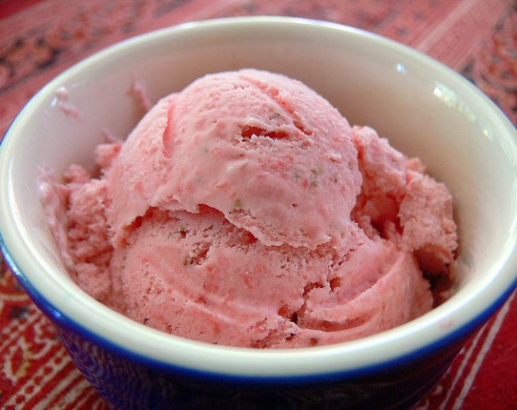 Low Fat Strawberry Ice Cream (Raw Vegan Recipe)