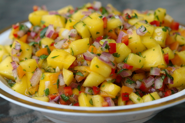 Mango pineapple salsa raw food solution for Mango salsa recipe for fish