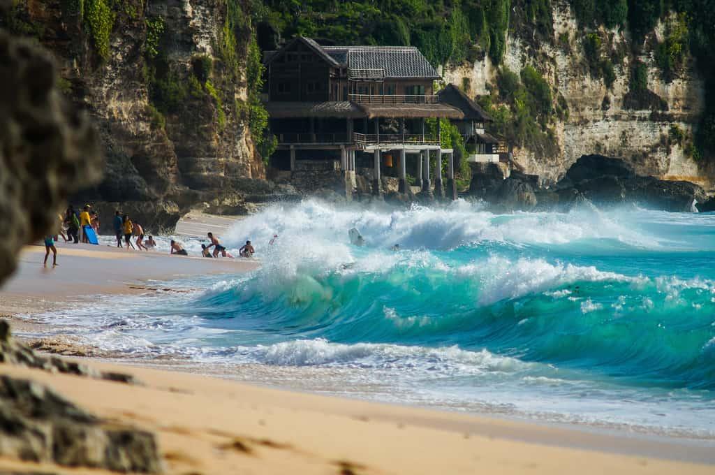 dreamland beach waves
