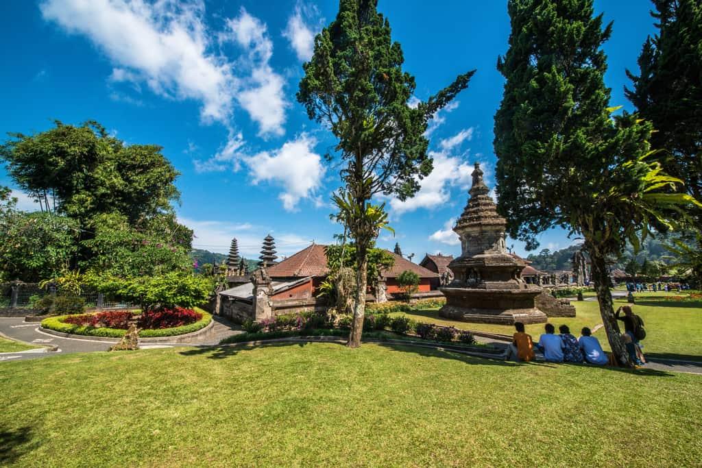 Ulun Dany Baratan Temple Complex Gardens