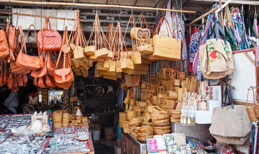 ubud market, bali souvenirs, bali wicker handbags