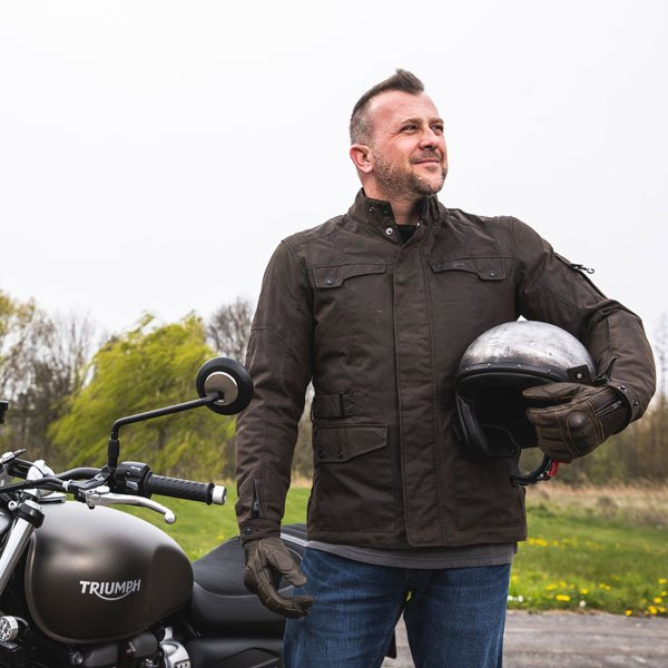 furygan_textile_jacket_thurxton-waxed-cotton_brown_lifestyle1[1]